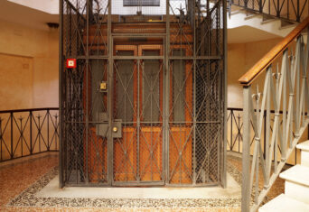 VvE-recht: op begane grond meebetalen aan de lift?