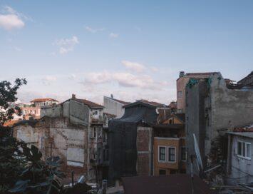 Arrest over huurovereenkomst woonruimte in aardbevingsgebied